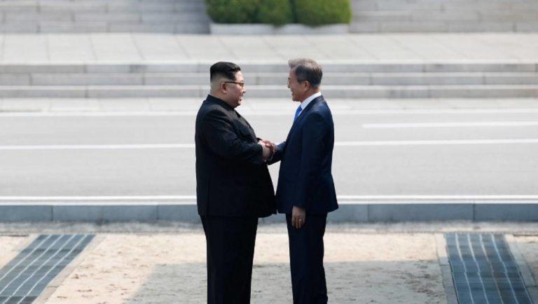 Un sommet pour l'histoire : les dirigeants des deux Corées s'engagent à la fin de la guerre