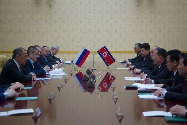 Le chef de la diplomatie russe rencontre Kim Jong Un à Pyongyang