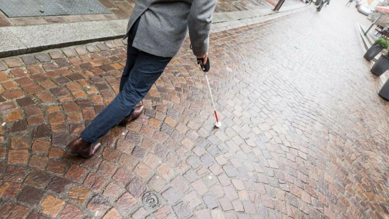Grâce à la smart city, les personnes malvoyantes peuvent se déplacer plus facilement
