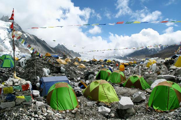 L'Everest, «le toit du monde», est devenu une véritable poubelle géante