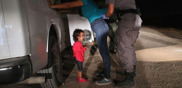 Une fillette de 2 ans séparée de sa mère : l'histoire de la photo qui a choqué l'Amérique