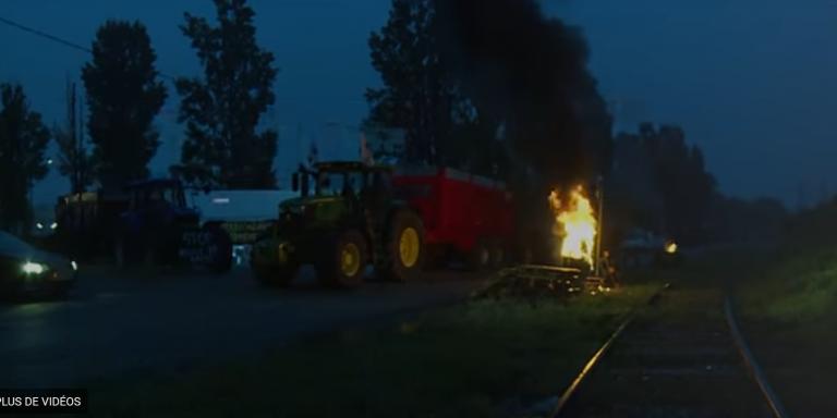 Huile de palme : pourquoi les agriculteurs bloquent les dépôts de carburant