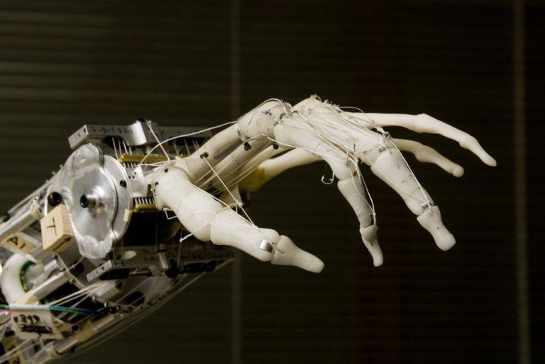 Bruxelles désigne 52 experts pour résoudre les enjeux éthiques et sociétaux de l'IA
