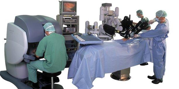 Les robots sont-ils les chirurgiens de demain ?