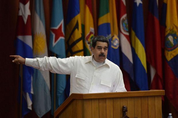 Venezuela: Maduro annonce une régulation de la vente d'essence