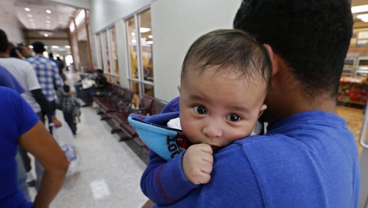 Migrants. L'administration américaine rend un bébé couvert de poux à ses parents après 85 jours