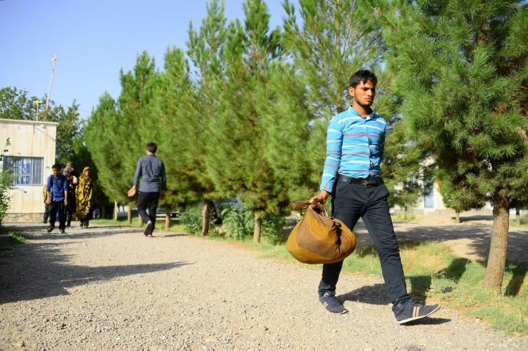 Frappés par la crise économique en Iran, des Afghans rentrent en masse dans leur pays