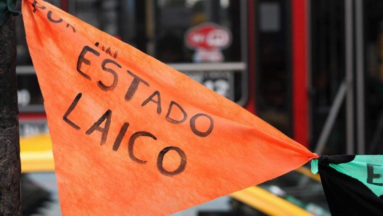 Des centaines d'Argentins renoncent collectivement à la foi catholique