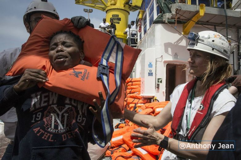 Le photographe Anthony Jean témoigne du sort des migrants à bord de l'Aquarius