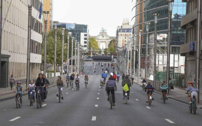 Bruxelles, un dimanche sans voiture mais en images