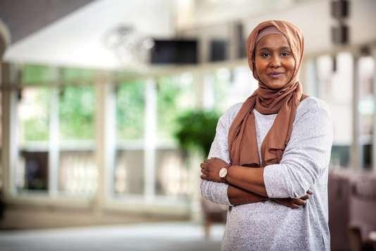 Leila Ali Elmi, musulmane et voilée, fait son entrée au Parlement suédois