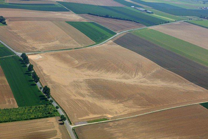 PILOTE D'AVION, IL PHOTOGRAPHIE LES COULÉES DE BOUE DUES À L'AGRICULTURE INTENSIVE