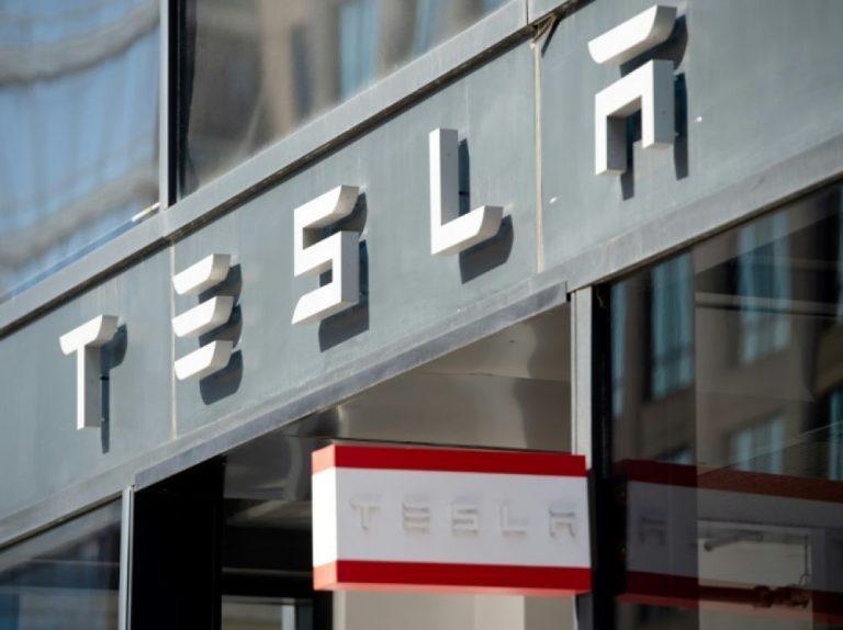 Tesla gagne de l'argent pour la première fois en deux ans