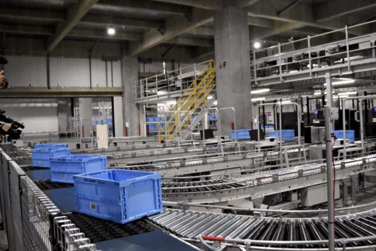 90% du personnel remplacé par des robots dans un entrepôt Uniqlo à Tokyo