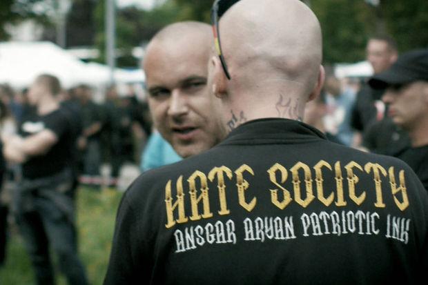 Le Parlement européen demande l'interdiction des groupes néofascistes et néonazis