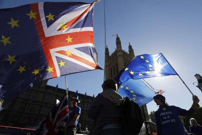 Face à l'incertitude du Brexit, un nombre record de Britanniques demandent un passeport irlandais