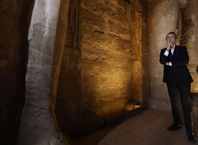 « Gilets jaunes » : « Je marche sur la glace », reconnaît Emmanuel Macron