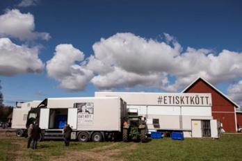 Bien-être animal : cette éleveuse lance le premier camion d'abattage mobile