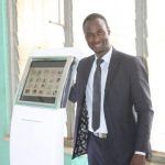 Afrique : A la rencontre de Mountaga Keïta, inventeur de la borne médicale digitale révolutionnaire.