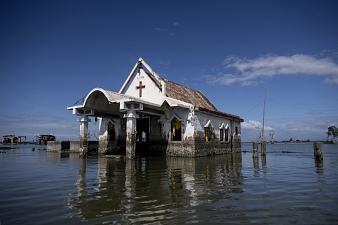 Ces villages aux Philippines qui s'enfoncent dans la terre