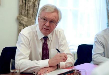 Brexit: David Davis exclut toute déréglementation «à la Mad Max»