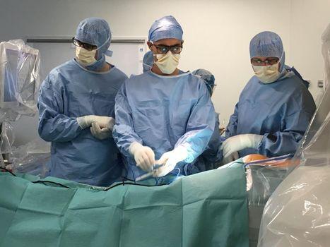 Chirurgie robotisée inédite sur un enfant atteint d'une grave scoliose