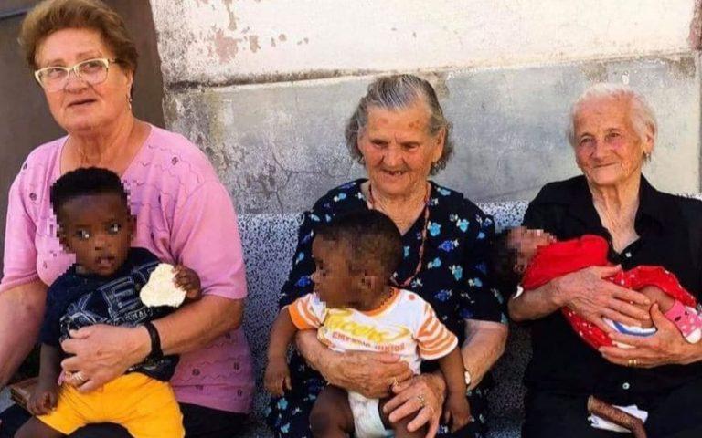 """e nonne di Campoli con i bambini migranti in braccio. I messaggi sui social: """"Questa è l'Italia che voglio"""""""