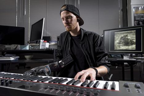 Grâce à cette main robotique inspirée de Star Wars, un musicien amputé peut rejouer du piano