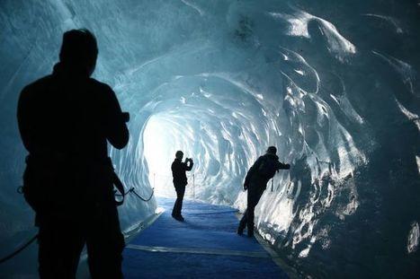 La Mer de Glace, haut lieu menacé du tourisme climatique dans les Alpes