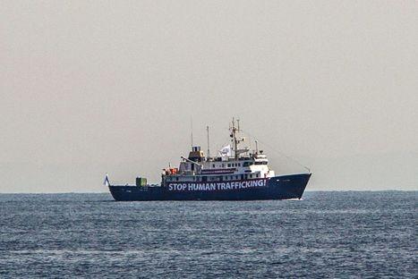 Le navire anti-migrants refuse l'aide d'une ONG allemande