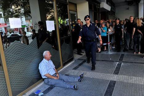 «L'homme qui pleure», l'histoire derrière l'image poignante d'un retraité grec