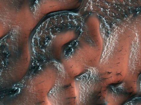 Mars : d'importants dépôts de glace découverts sous la surface