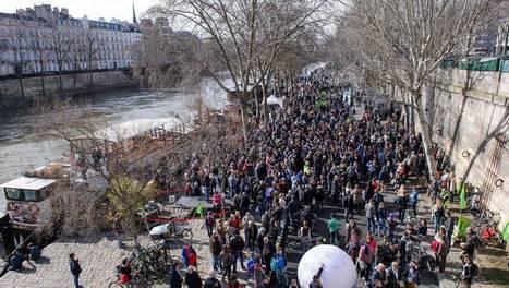 Paris. Des centaines d'habitants réunis pour défendre la piétonnisation des berges