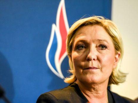 Perte d'adhérents, départs d'élus: la flamme du Front national de Marine Le Pen vacille