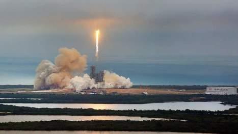 SpaceX a réussi le lancement de la fusée transportant ses satellites censés connecter le monde à Internet
