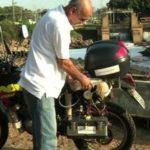 Un inventeur a transformé une vieille Honda de 1993 en «moto du futur» roulant à l'hydrogène