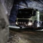 VIDEO. Un camion conduit seul dans les profondeurs obscures d'une mine