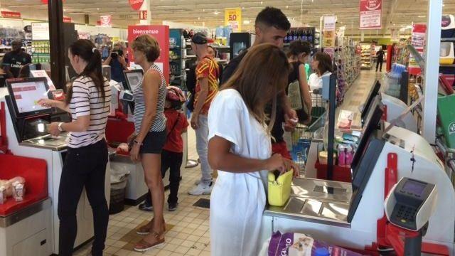 Angers : un hypermarché ouvre le dimanche après-midi sans personnel, une première en France