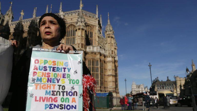 Au Royaume-Uni, le projet de porter l'âge de la retraite à 75 ans ne passe pas