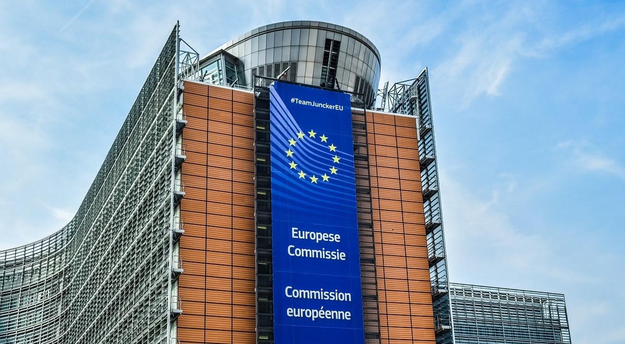 La Commission européenne s'inquiète du nombre de satellites en orbite autour de la Terre