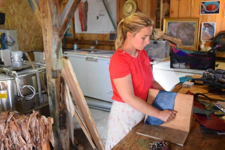 Le luxe adopte du cuir de poisson made in Arcachon – Curieux! %