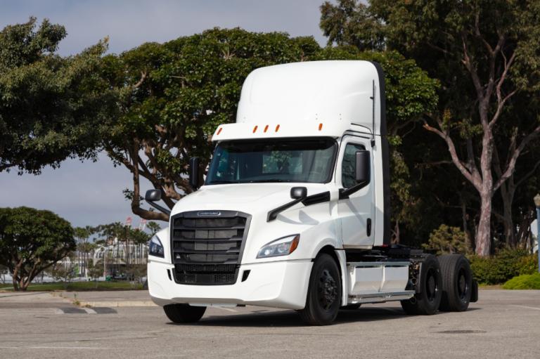 Les poids-lourds électriques eCascadia de Daimler prêts à prendre la route