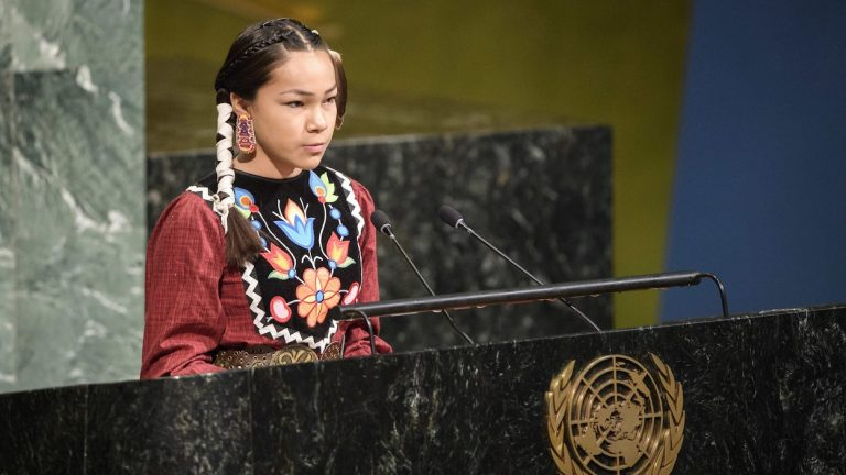 Une Autochtone de 13 ans exhorte l'ONU à protégerl'eau