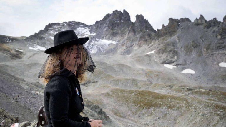EN IMAGES. Des défenseurs du climat «enterrent» le glacier Pizol en Suisse