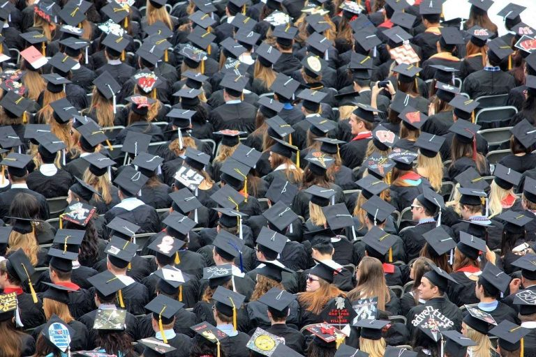 100 chefs d'établissements appellent à former tous les étudiants au climat