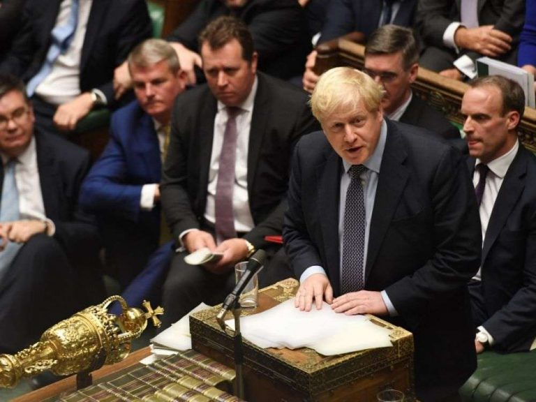 Boris Johnson poursuit son poker menteur pour imposer le Brexit le 31 octobre