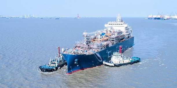 Total acquiert son premier navire avitailleur GNL