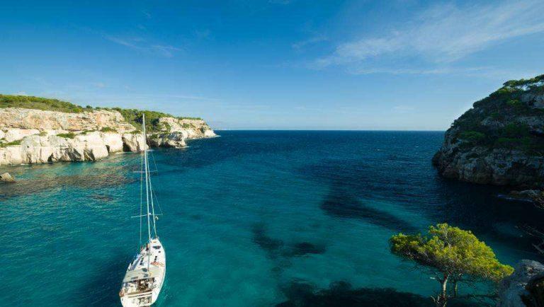 Méditerranée: une ONG alerte sur les dangers des nanoplastiques pour les écosystèmes