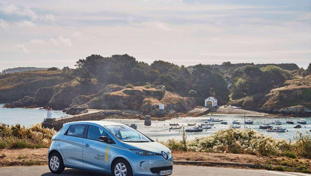 Voitures électriques. Renault teste des batteries solaires en Morbihan