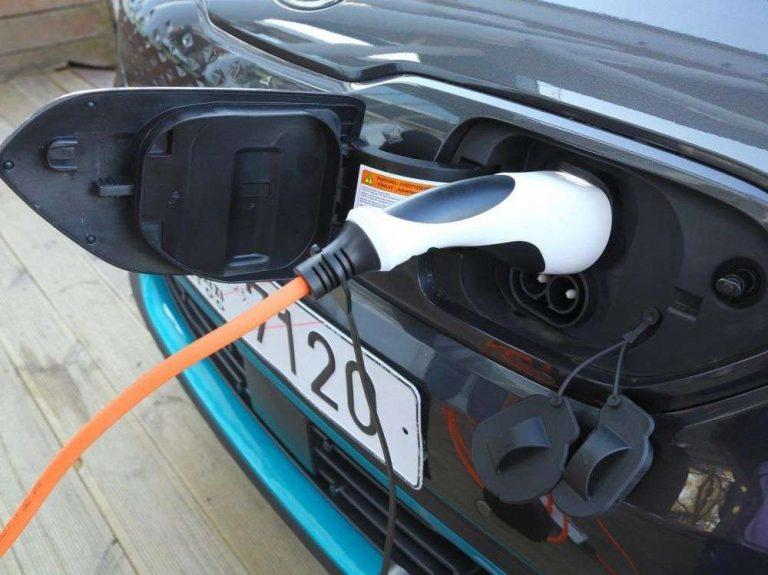 Nous avons traversé la France en voiture électrique